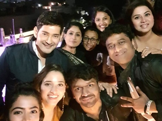 Sarileru Neekevvaru Team In Chilling Moment