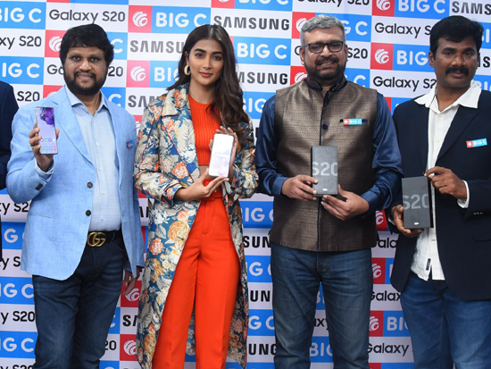 Pooja Hegde Launches Samsung Galaxy S20 At Big C Madhapur