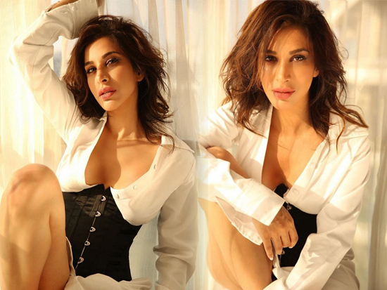 Stunning Beauty Sophie Choudry Charming Photoshoot
