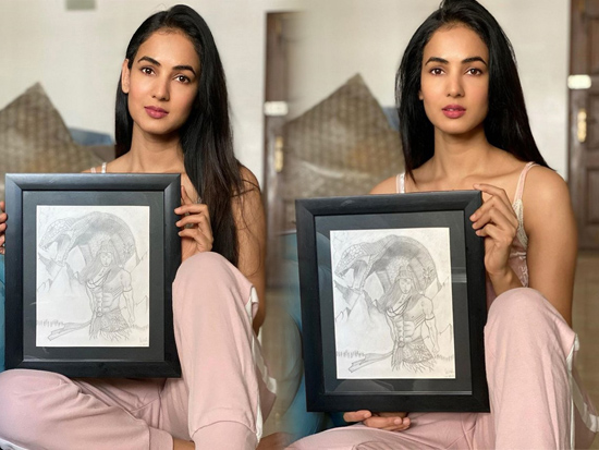 Sonal Chauhan Charming Pictures