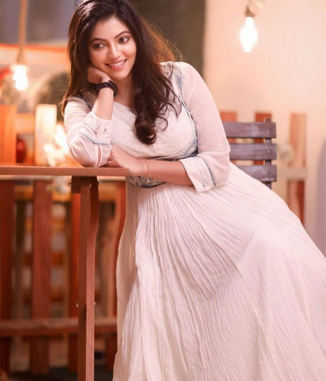 Athulya Ravi Hd Pictures