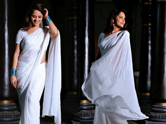 Anasuya Looking Beautiful In White Saree