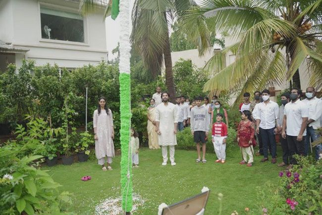 Pics Of Allu Arjun celebrates Independence Day with his family