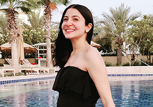 Anushka Sharma Swimming pool pic Going Viral