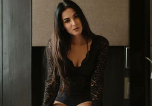 Flaunting Sonal Chauhan Her Latest Pose