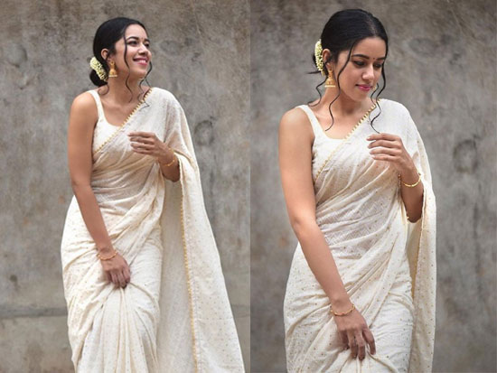 Mirnalini Ravi Looking Adorable In Saree