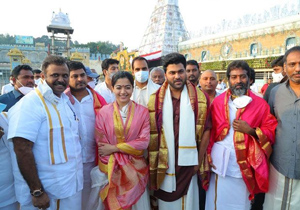 Sharwanand And Rashmika Visited Tirumala Temple On This Auspicious Day Of Dashami