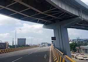 Steel bar lowered from biodiversity flyover