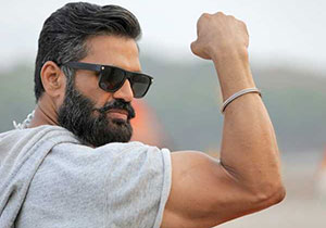 Suniel Shetty cast as vd Father In Fighter Movie