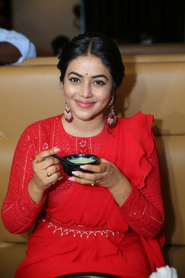 Actress Poorna inaugurated Gismat Arabic Mandi Restaurant At KPHB