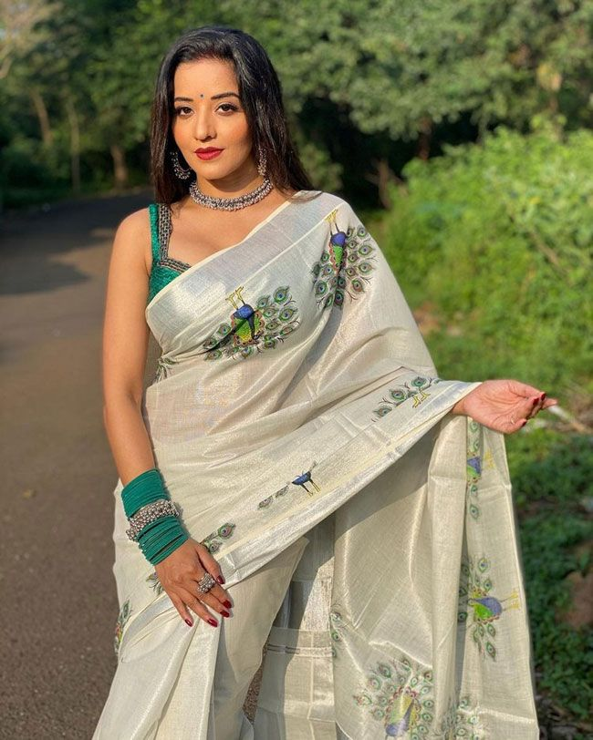Monalisa Looking pretty In Saree