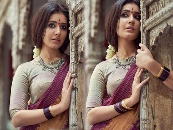 Raashi Khanna Looking Like Village Girl
