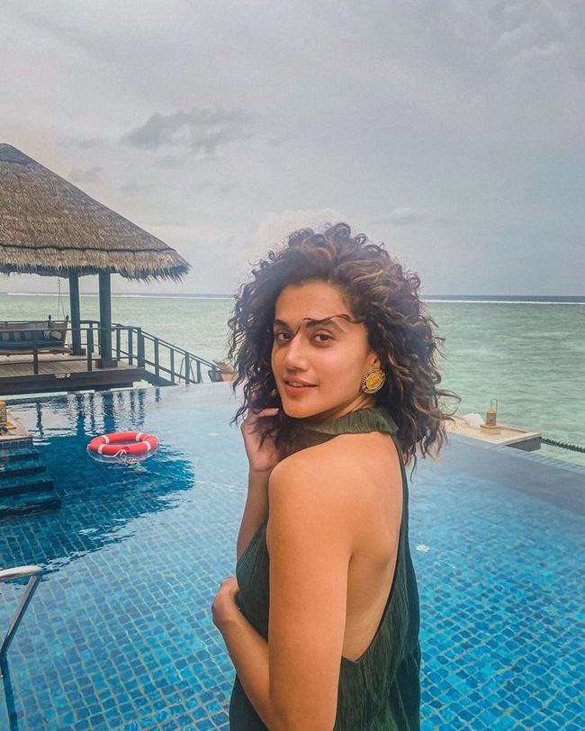 Taapsee Pannu Enjoying Holiday At Maldives