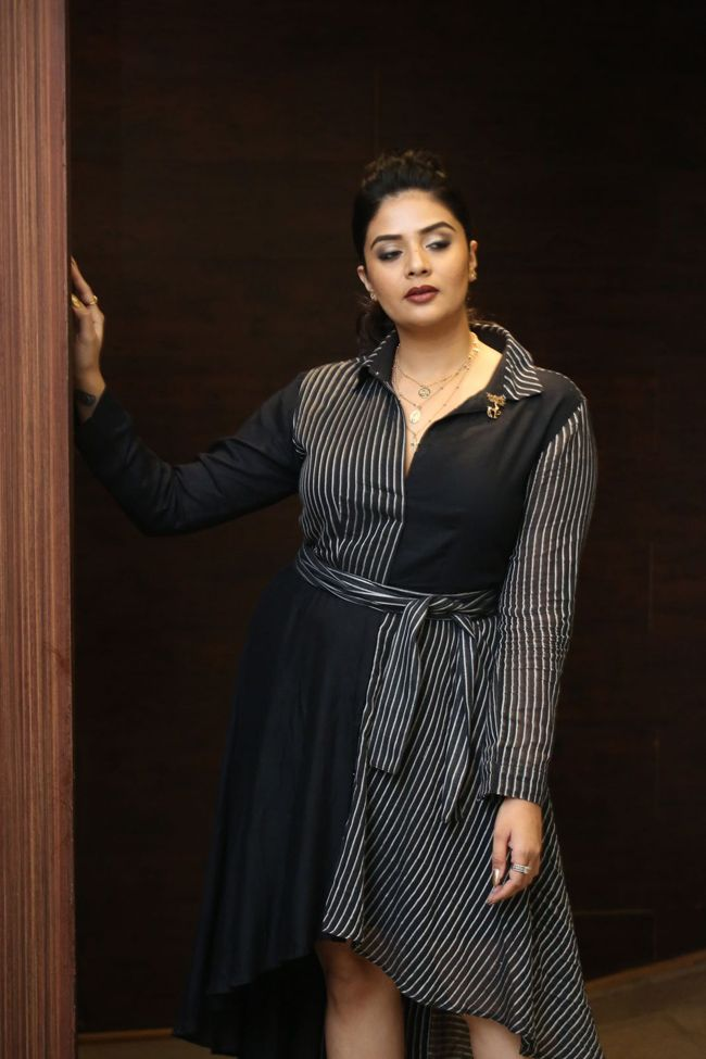 Sreemukhi At Pushpa First Meet