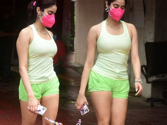 Janhvi Kapoor Stuns You In a Gym Wear