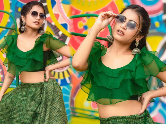 Bunny Vox Beautiful Looks in a Green Dress