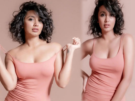 Tejaswi Madivada Magnificent Poses In Modernwear