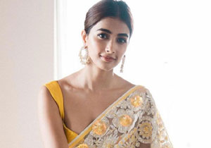 What is the monthly income of Pooja Hegde