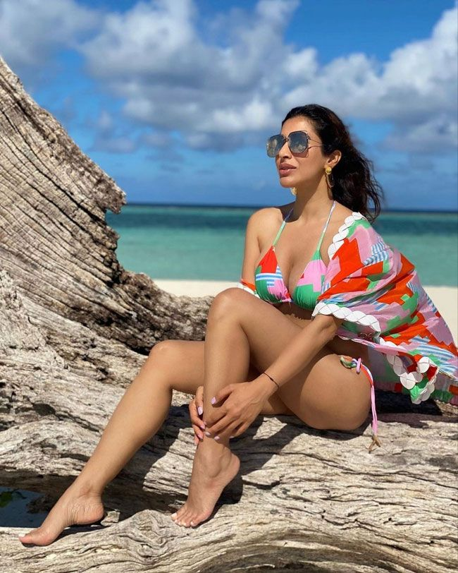 Sophie Choudry Enjoying Her Vacation