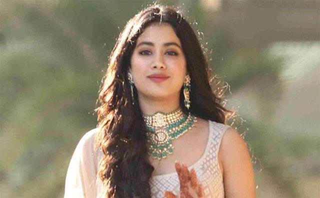 Actress Janhvi Kapoor Wants To Kiss Vicky Kaushal And Not Kartik Aaryan