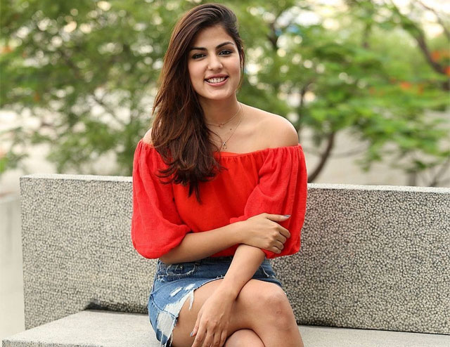 Actress Rhea Chakraborty Gets Tamil Movie Offer