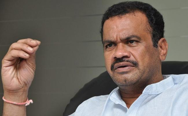 Congress Leader Komatireddy Venkatreddy Fire TRS Party
