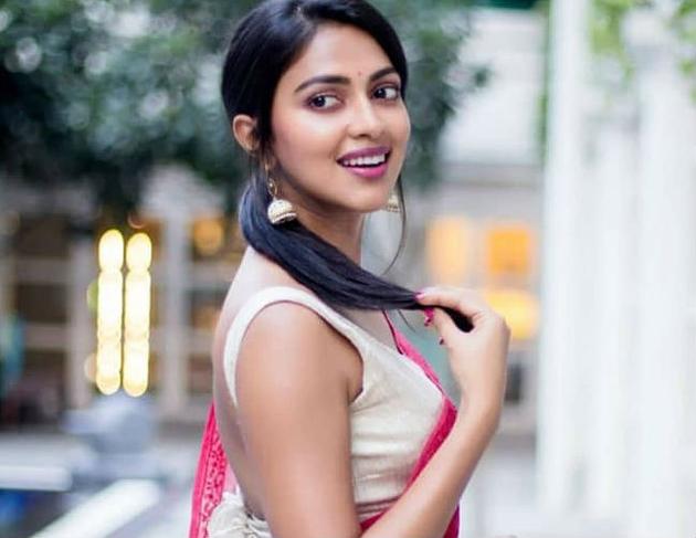 Amala Paul signs Jersey Tamil remake