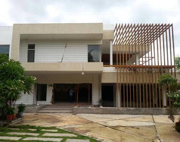 CRDA Officials to Demoilish Ex CM Chandrababu Naidu House in undavalli
