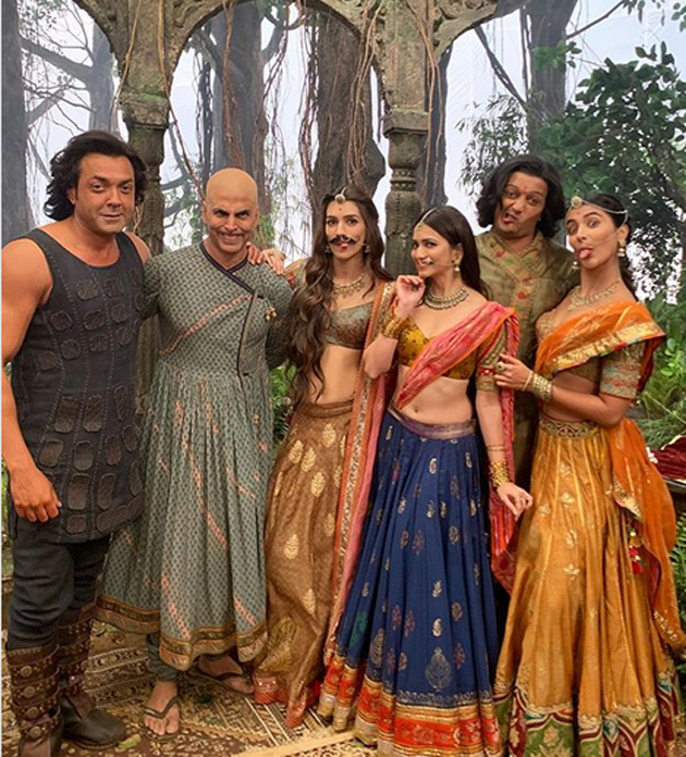 Housefull 4 Movie Team Gives Different Face Expression