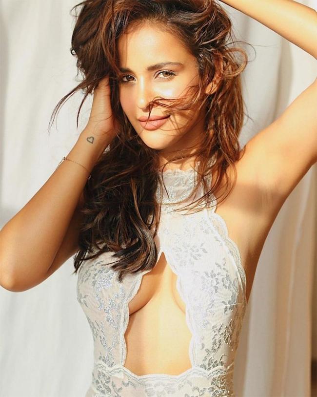Aisha Shrama Glamourous Pose