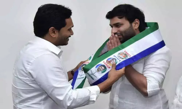 Ap cm ys jagan mohan reddy gives key post to devineni Avinash