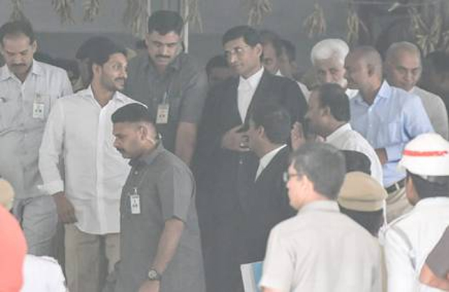 Court rejects YS Jaganmohan Reddy  plea against CBI, ED simultaneous trial