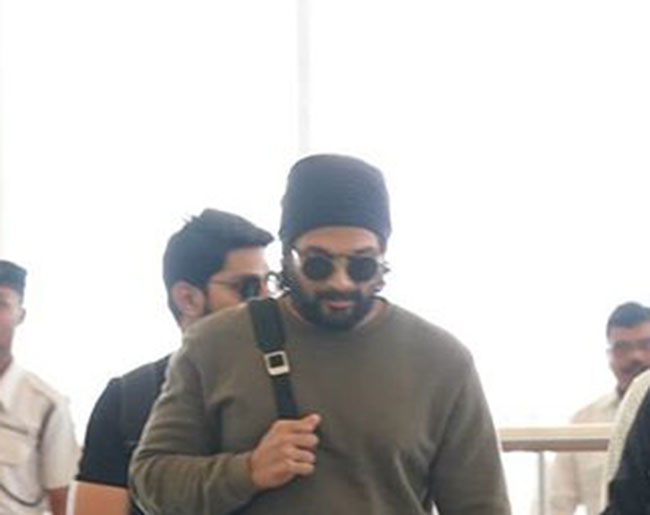 Allu Arjun is acing his airport look in a cool and casual avatar