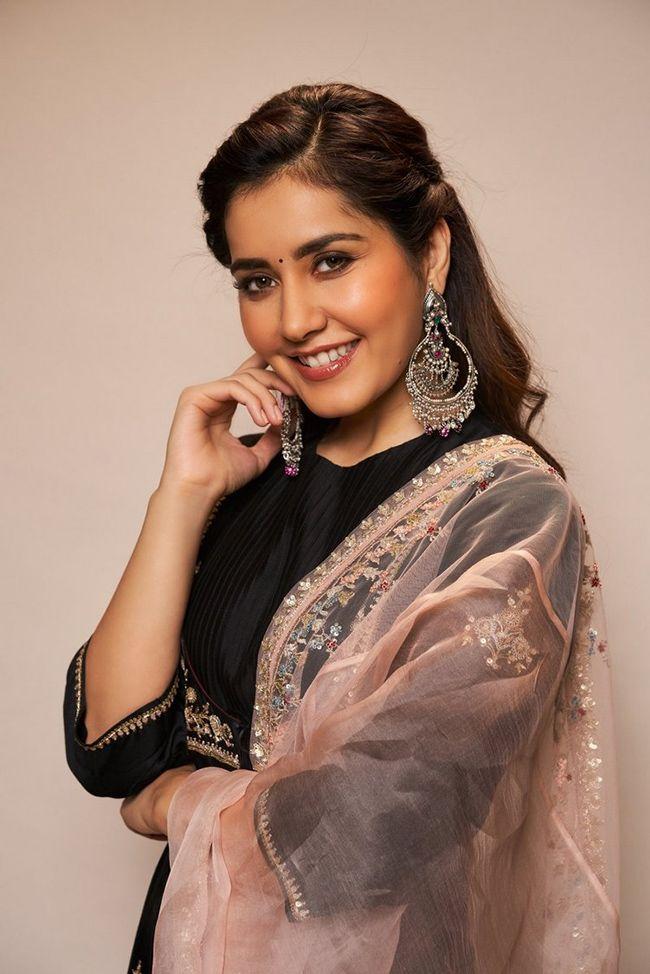Ravishing Beauty Raashi Khanna Photoshoot Clicks ...