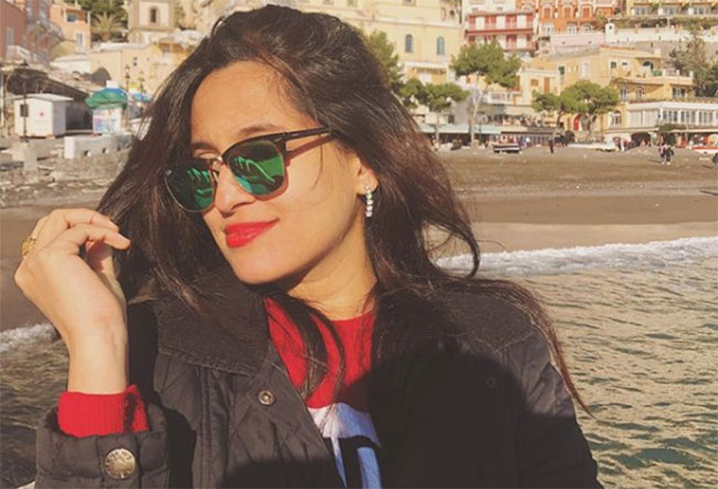 Indian Famous Singer Stucked In Italy