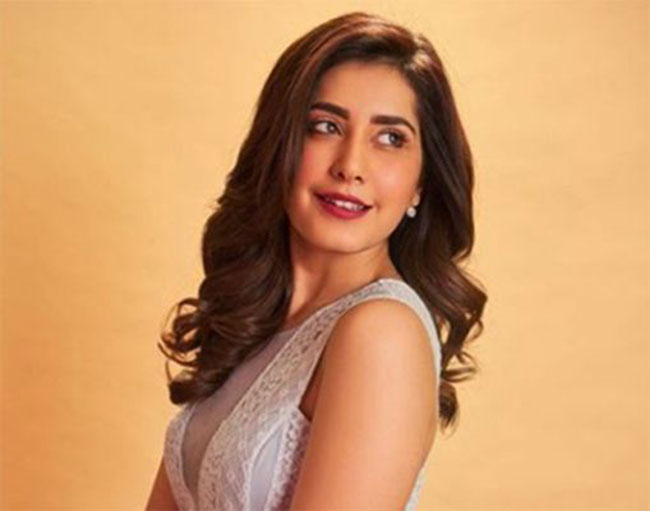 Actress Raashi Khanna Teams Up With Sharwanand For The First Time