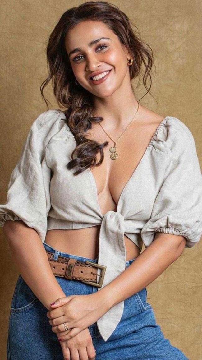 Esha Sharma Stunning Pose