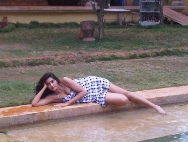 Sonam Kapoor Chilling At Goa