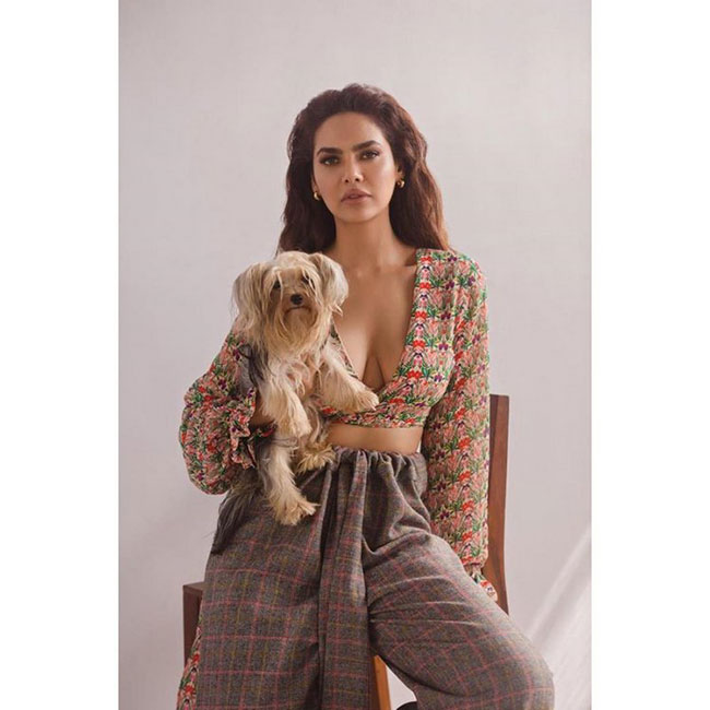Esha Gupta Latest Stunning Pose
