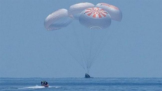 SpaceX Capsule and NASA Crew Make Historic Splashdown