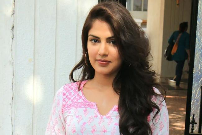 Sushant's girlfriend Riya is missing