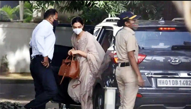 Did Deepika come in such a car ...?