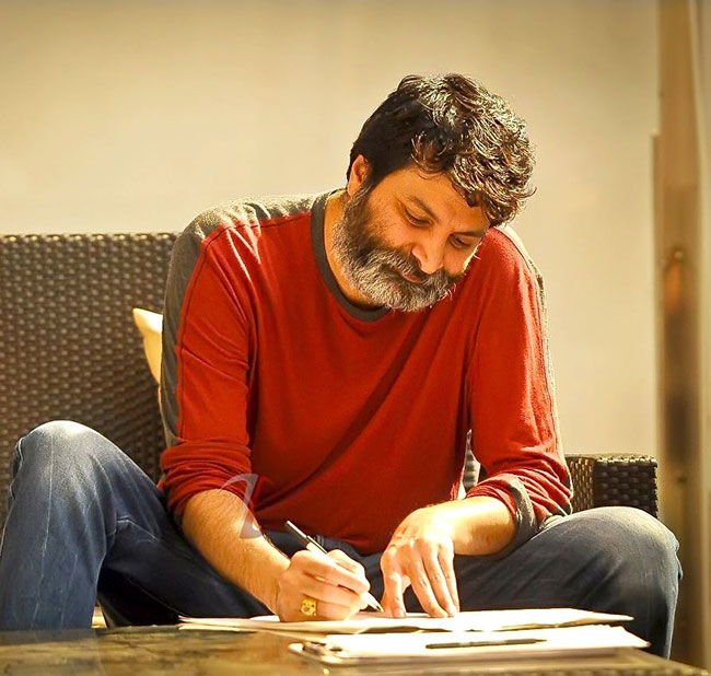 Star director may not make a movie with small heroes now ..!