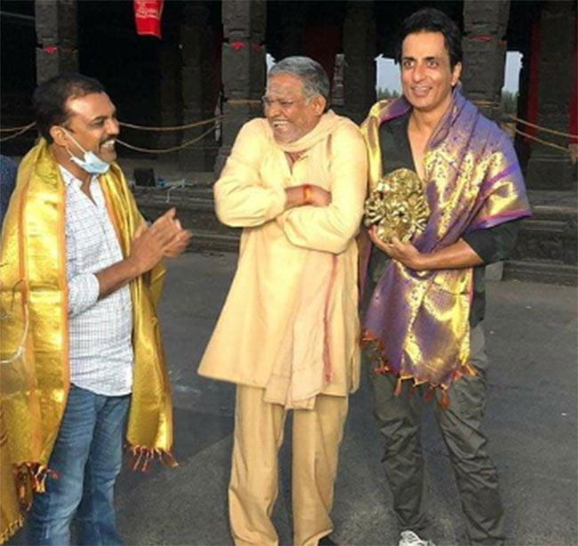 Solid tribute to that real hero in 'Acharya' sets