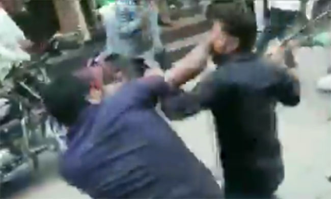 Clash breaks out between two groups of chaat Shop Keepers