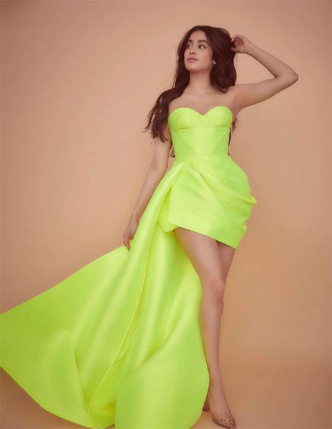 Janhvi Kapoor Latest Stunning Pose