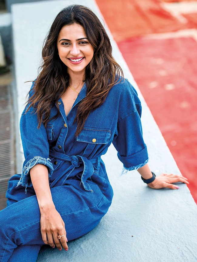 Rakul teasing Bollywood heroes in Telugu