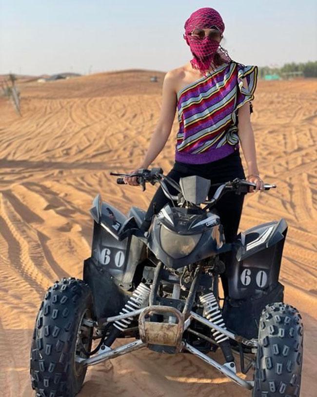 Mehreen Pirzada Stunning Look At Desert