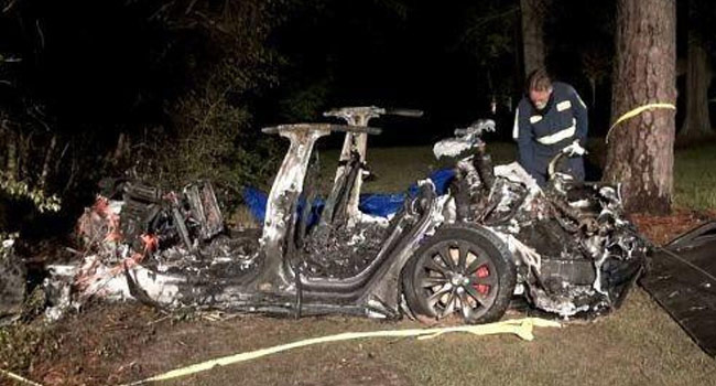Car in autopilot mode .. crashes into a tree, two killed!