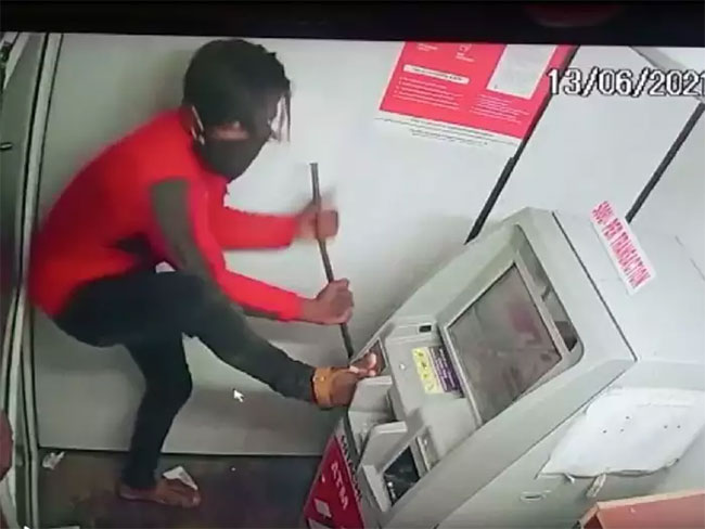 Huge Shock To Atm Theif In Khammam